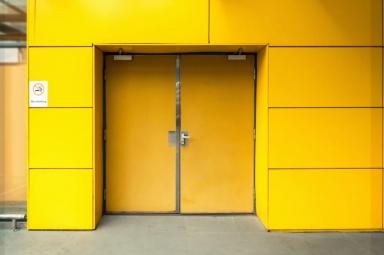 Phân biệt cửa chống cháy và cửa thoát hiểm