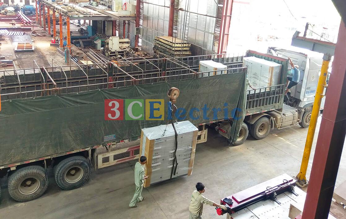 đóng gói và vận chuyển số lượng lớn tủ điện tại nhà máy 3CElectric