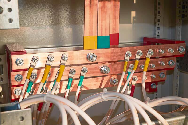 Gia công lắp đặt thanh cái đồng trong tủ điện