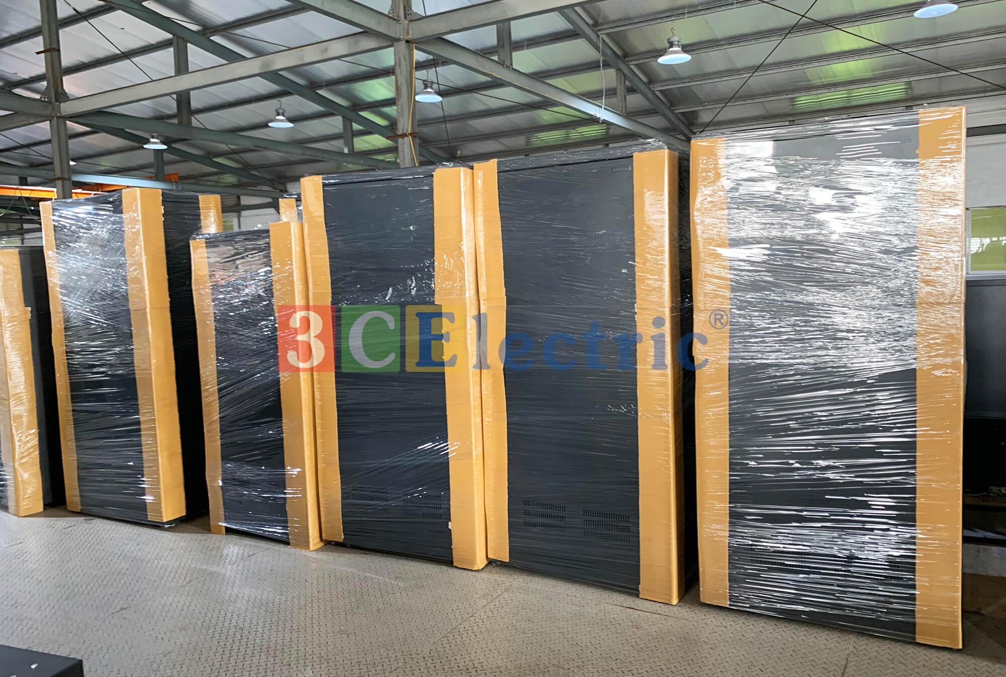 Lô tủ rack sever đang được chuẩn bị bàn giao tới khách hàng