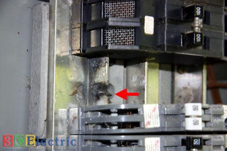 Nguyên nhân của hiện tượng hồ quang bên trong tủ điện